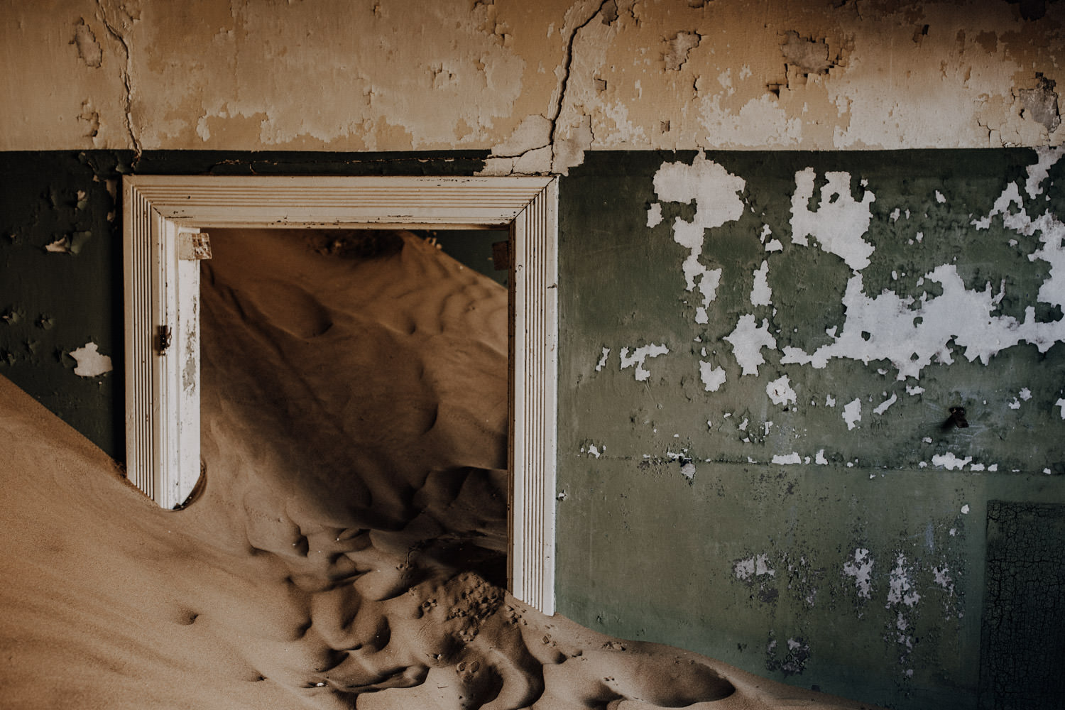 abandoned-ghost-town-namibia