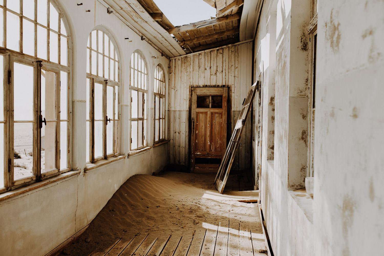 kolmanskuppe-namibia-ghost-town-abandoned