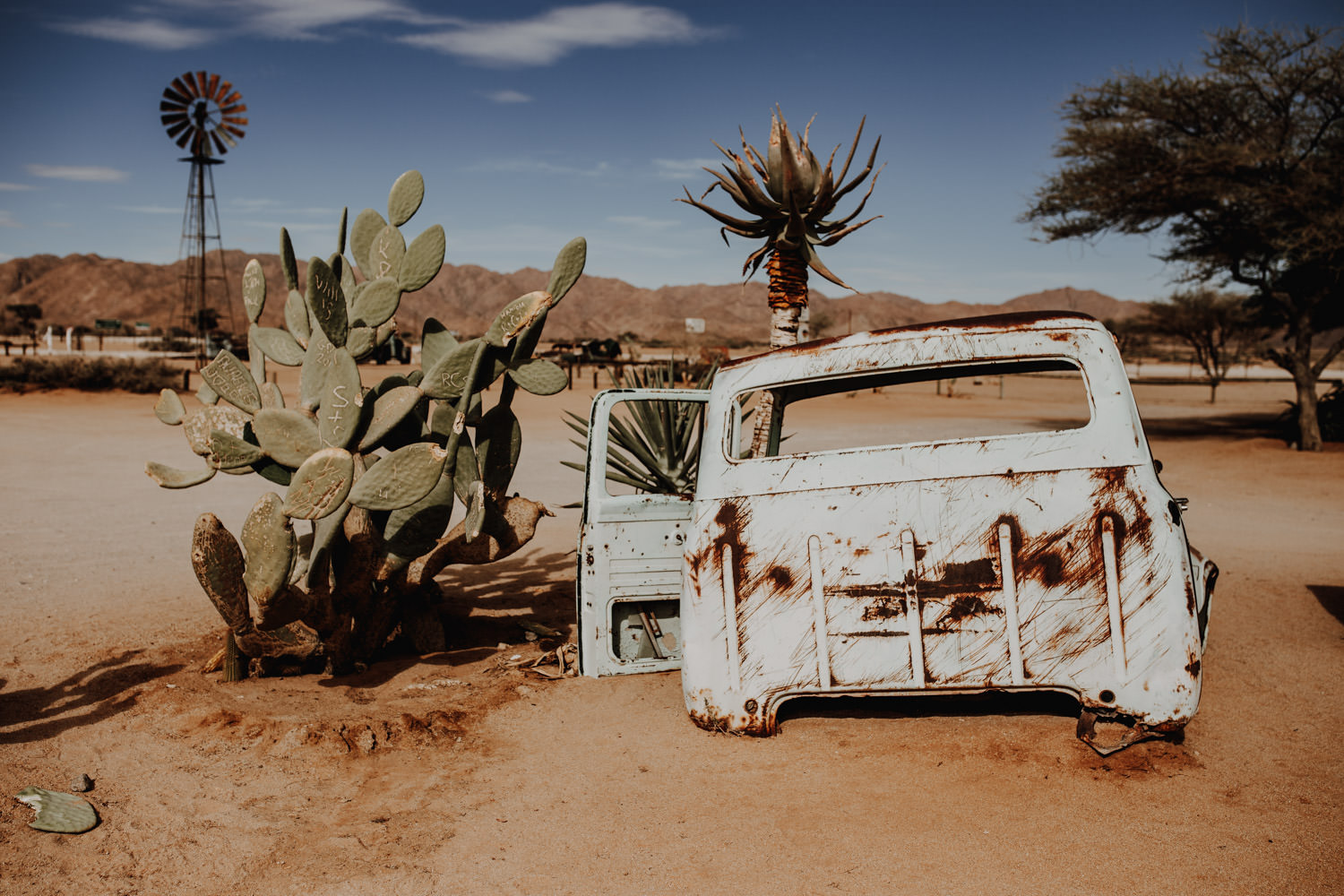 solitaire-namibia-old-car